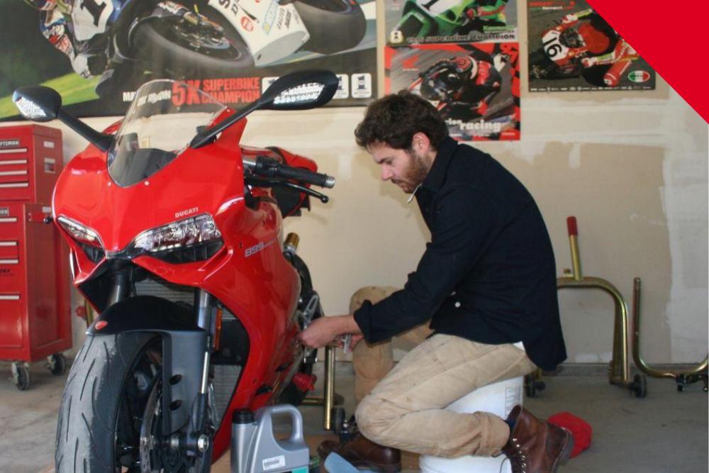 Tự thay nhớt xe máy tại nhà